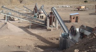 Gravel crushing production line commonly used method